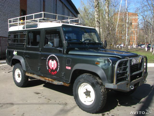 Land Rover Defender VS Jeep Wrangler