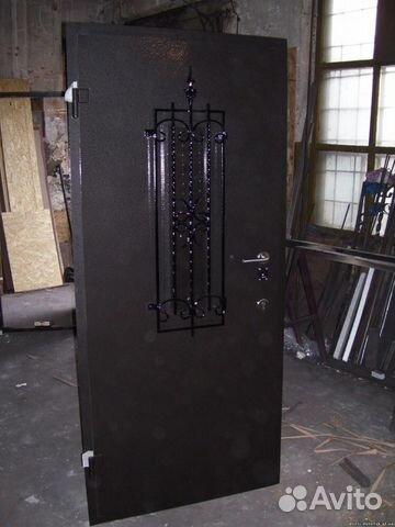 изготовить входную дверь из металла и стекла